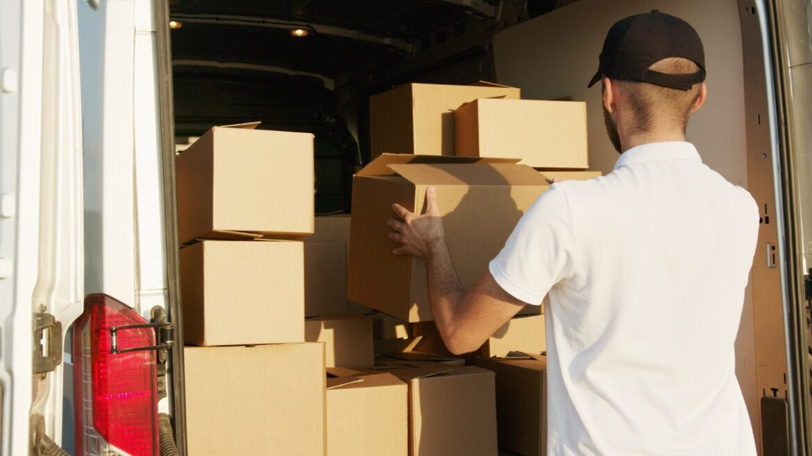 Tips to Save Time and Money by Hiring a Skilled Home Shifting Company
