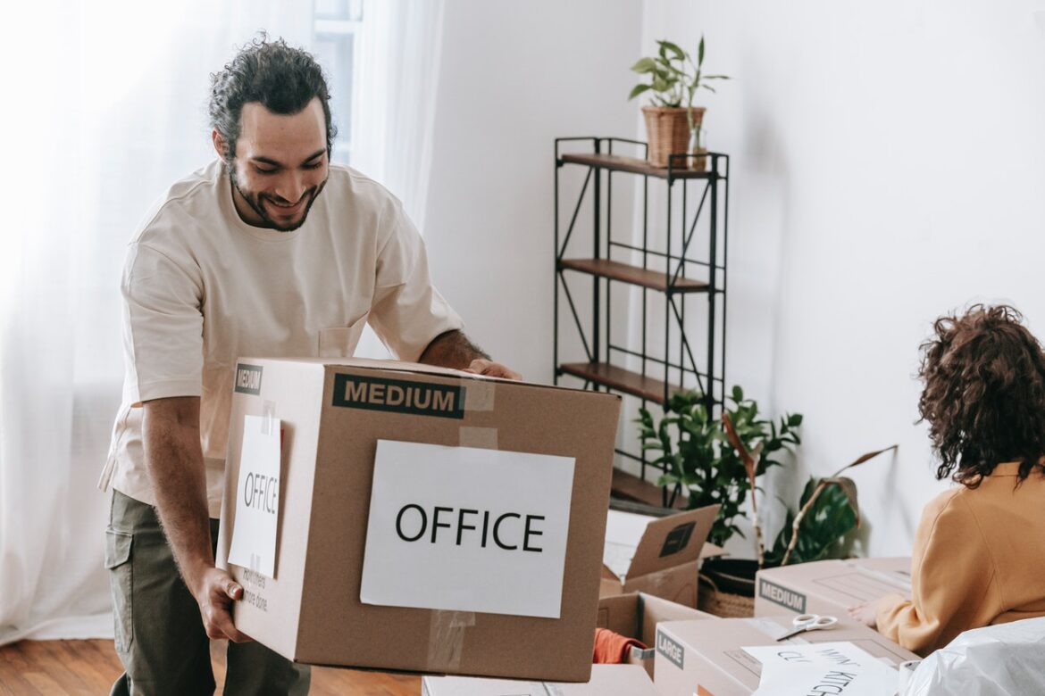 5 ADVANTAGES OF HIRING PROFESSIONAL PACKERS AND MOVERS FOR OFFICE RELOCATION