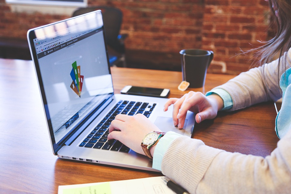 Using THE RIGHT DIGITAL MARKETING TOOLS TO BENEFIT YOUR COMPANY
